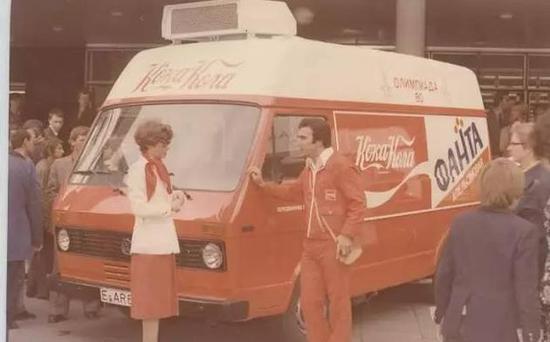 苏联街头的可乐宣传车