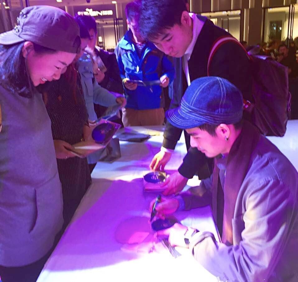权振东专辑签售落地长春。
