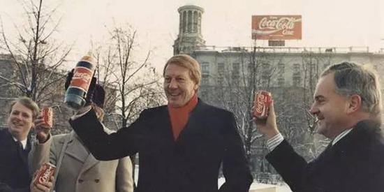 普希金广场上的巨幅可口可乐广告