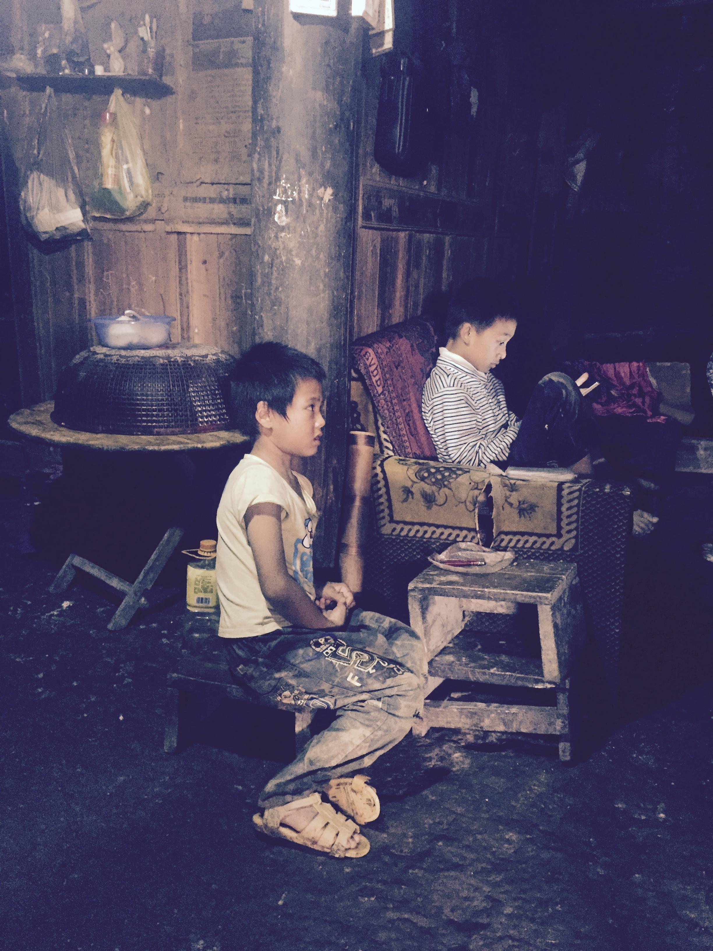 陶连江在邻居小伙伴家  作者供图