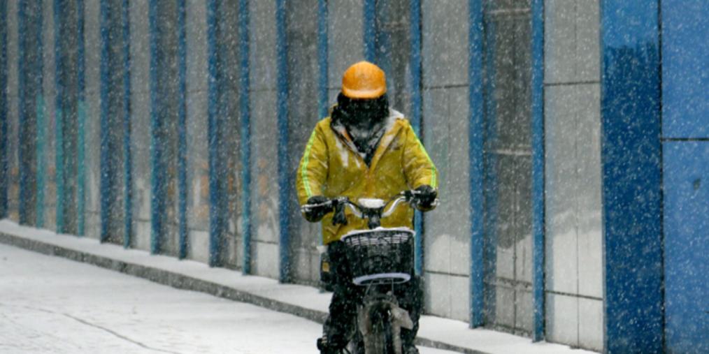 乌鲁木齐:雨雪霏霏寒意浓