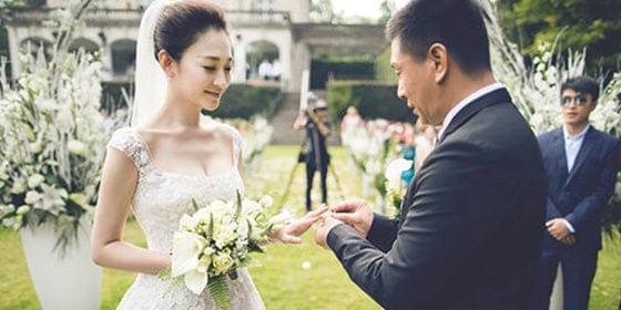 39岁李小冉大婚 谢娜未到场被网友苛责