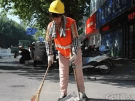 高温下的泰州环卫工人:最热的天干最脏的活