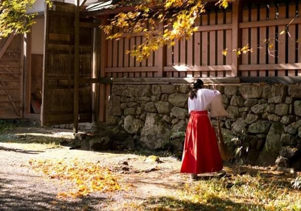 日本神社巫女 年纪25岁以下 还要人工呼吸
