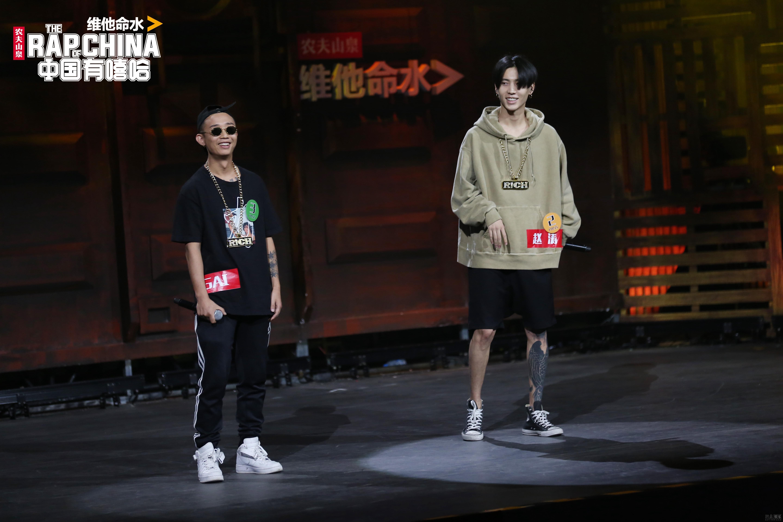 """《中国有嘻哈》强势霸屏 """"爆款""""综艺成热点担当"""