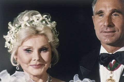 第一代以话题博上位的女人,一生结过九次婚