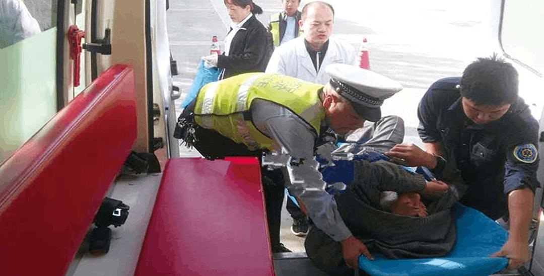 驾驶员突发脑溢血险象环生 警民联合紧急施救