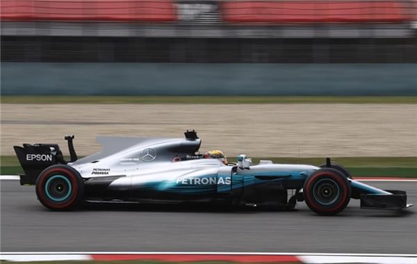 F1中国站排位赛:汉密尔顿杆位