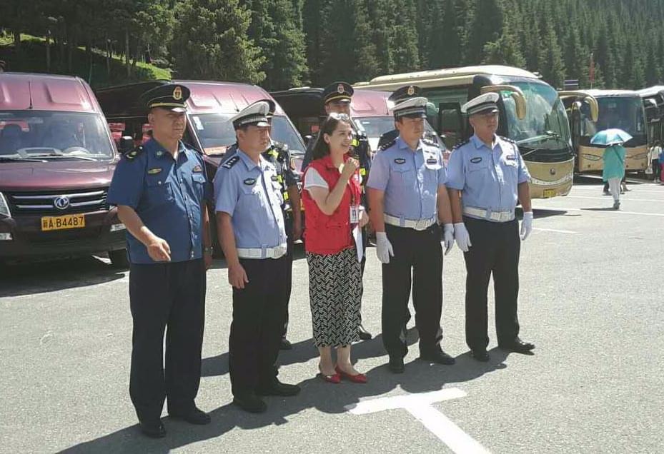 新疆的旅游旺季又到了 乌市交警为您保驾护航