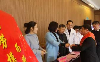 长治县总工会给236名劳模发放体检卡 价值1000元