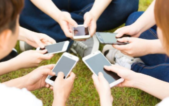 手机放枕边增加患肿瘤风险?
