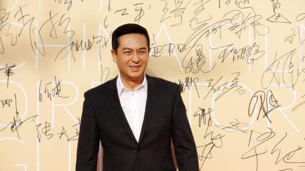 张嘉译亮相中国导演协会表彰会 被赞最抢眼配角