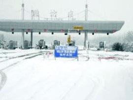 雪天路滑 抚松大队辖区内四个收费站入口关闭