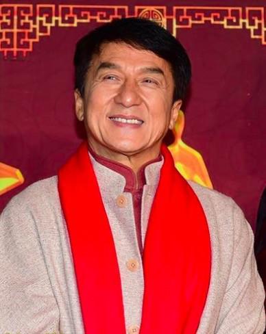 成龙被曝5度登上央视春晚 携群星合唱《中国》