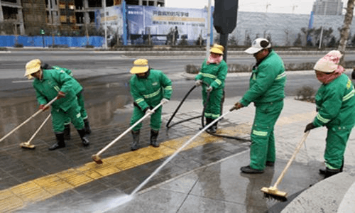 城区干道施工围挡不低于2.5米 工地周围20米要保洁