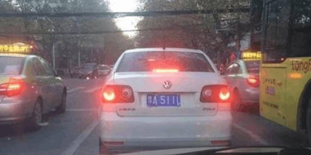 为遮挡车牌 郑州这些司机真是蛮拼的!