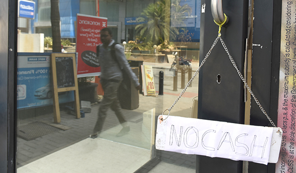 印度再闹现金荒:民众执着现金 有钱取不出