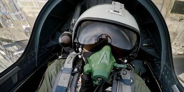 巴空军少将体验飞行中方先进战机