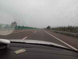 大同县至天镇/天镇县至新平路段有小雨 车流量少