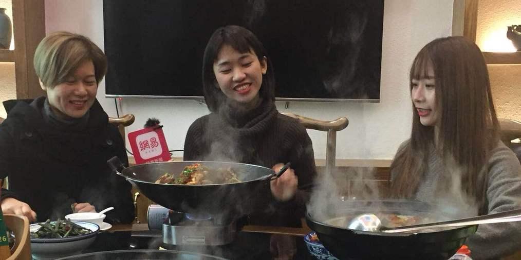 吃到臭豆腐的小编居然笑得这么灿烂?究竟是怎么了