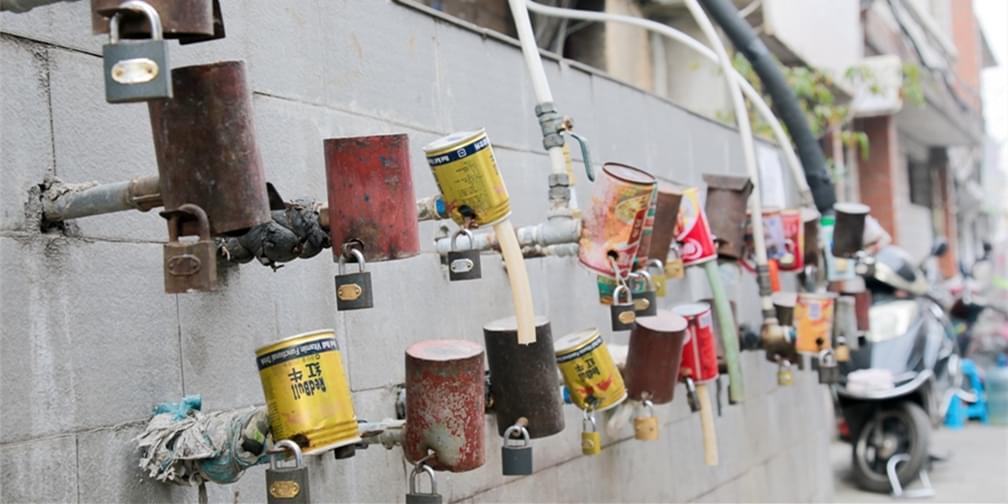 西安城区中的老式水站:水龙头能上锁