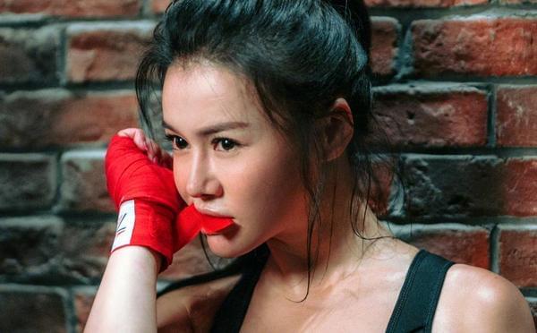 拳王的女人!冉莹颖拳台挥汗如雨 演极致性感