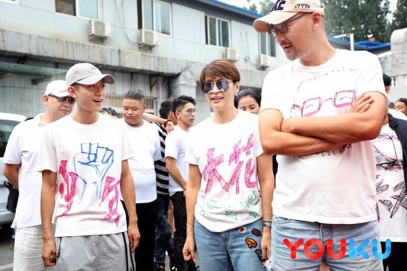 《大叔与少年》导演和主演特别的文化衫