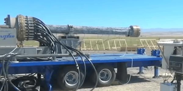 美国电磁炮发射全程:高速弹头穿透厚钢板