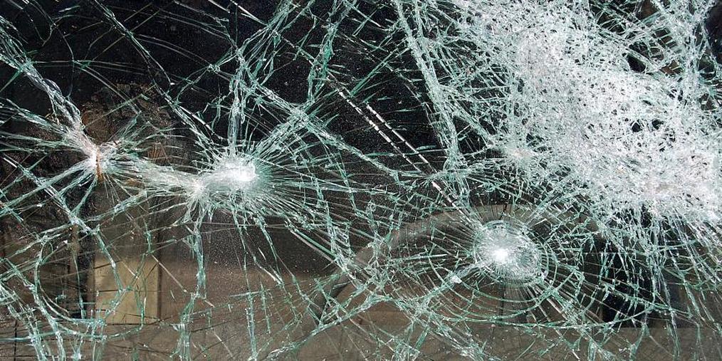 今晨沪芦高速两车相撞 1人当场死亡