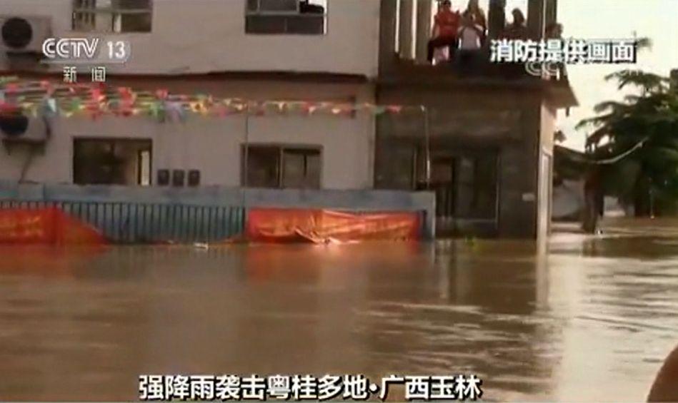 暴雨袭击粤桂数万人受灾 中东部将迎来今年最高温