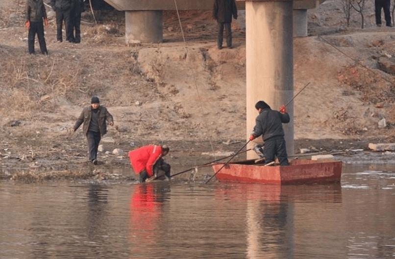男子寻欢时昏迷 失足女及旅社老板将其抛入河溺亡