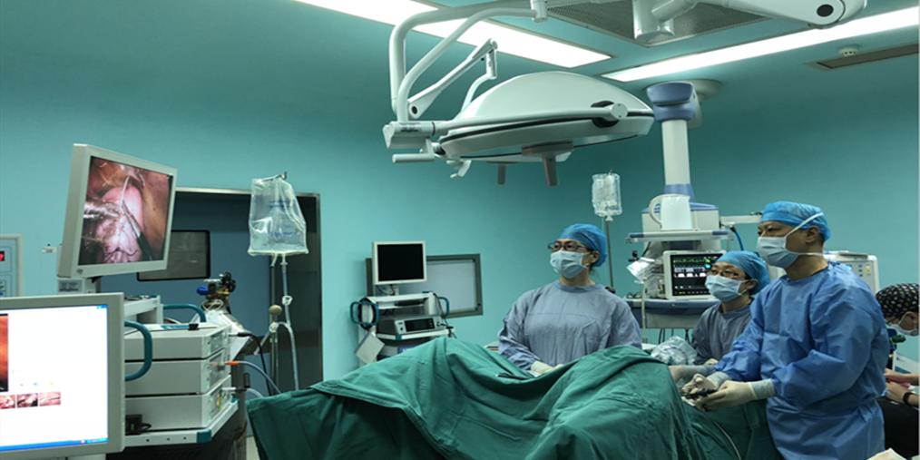 重庆安琪儿历经4个小时成功摘除比子宫还大的肌瘤