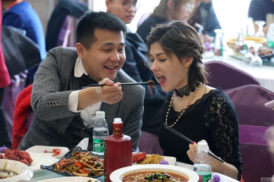 不需房和车 22岁俄罗斯女孩嫁东北男子