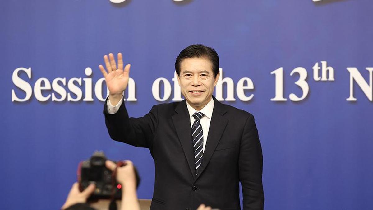 商务部部长钟山等回答中外记者提问