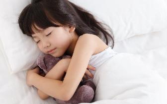 中小学生睡眠不足 媒体:改变现状需要多措并举