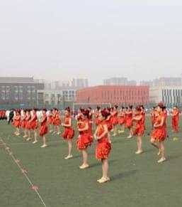 国际城小学舞蹈社团体育艺术节上展风采