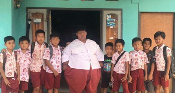 世界最胖男孩成功甩肉190斤