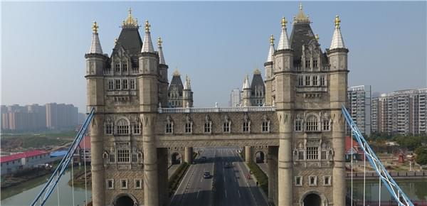 """苏州现山寨""""伦敦塔桥"""" 4座塔楼气势宏伟"""