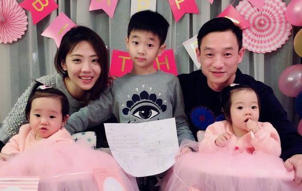 杨威为双胞胎爱女周岁庆生
