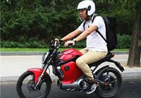 用电的摩托车 SOCO锂电跨骑车骑行体验