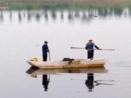 九江八里湖部分水域发臭 水面漂浮大量垃圾