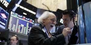 美股大反弹 道指收涨2.84%