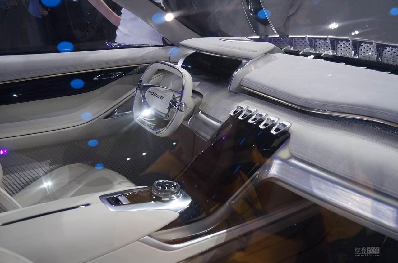 荣威SUV走向何处?光之翼概念车正式亮相