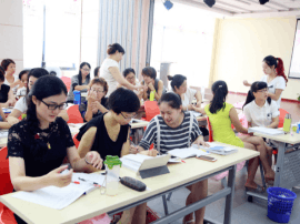 免费家政培训 给待业妇女一技之长