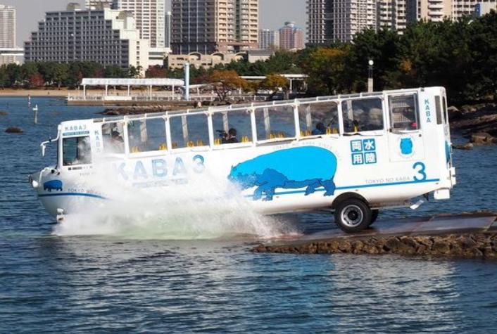 日本水陆两用巴士在东京台场正式运行