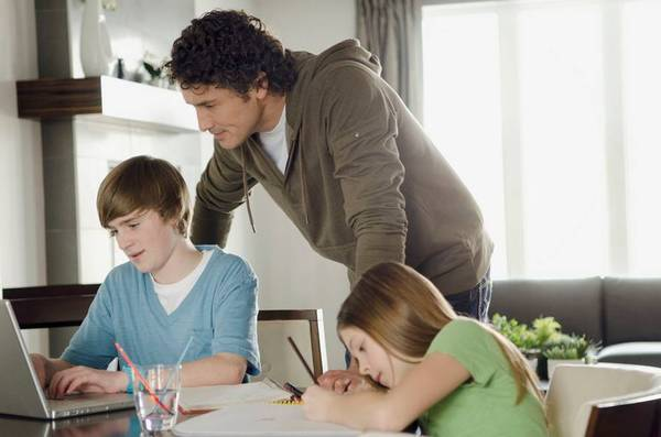 不送孩子到校学习?义务教育阶段离校是违法行为