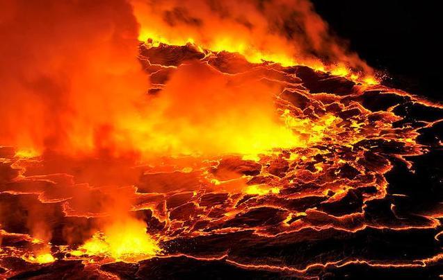 揭秘自然 冒死探险尼拉贡戈火山全过程