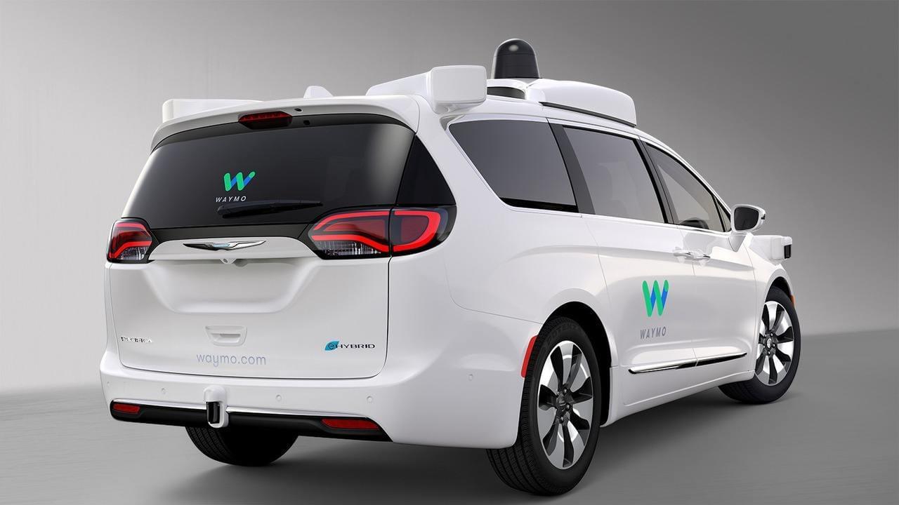 谷歌宣布放弃无人驾驶自动辅助驾驶功能