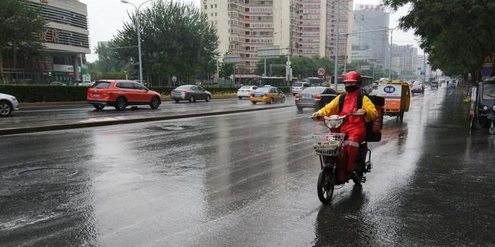 北京今有暴雨气温下降 11点开始雨势明显