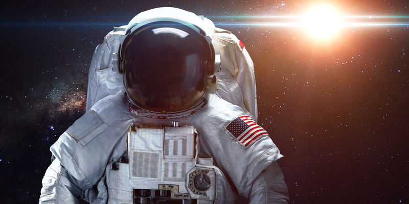美宇航员完成约6个半小时太空行走